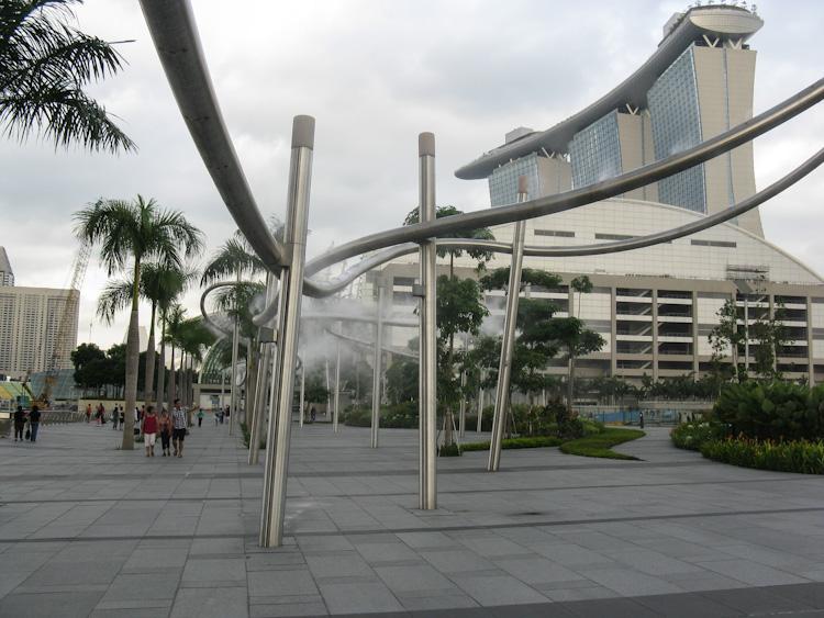 Устройство за разхлаждане пред Marina Bay Sands