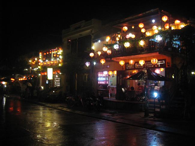 Старият град през нощта