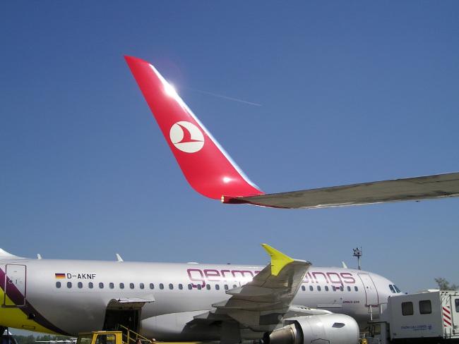 В червено – winglet на Boeing 737, в жълто – wingtip fence на Airbus A319. Изт: Dtom/wikipedia