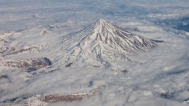 Иранската планина от сайта за уолпейпъри. Изт: petapixel.com